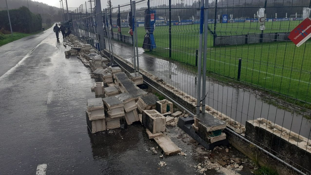 Destrozos en el cierre de los campos del Deportivo en Abegondo