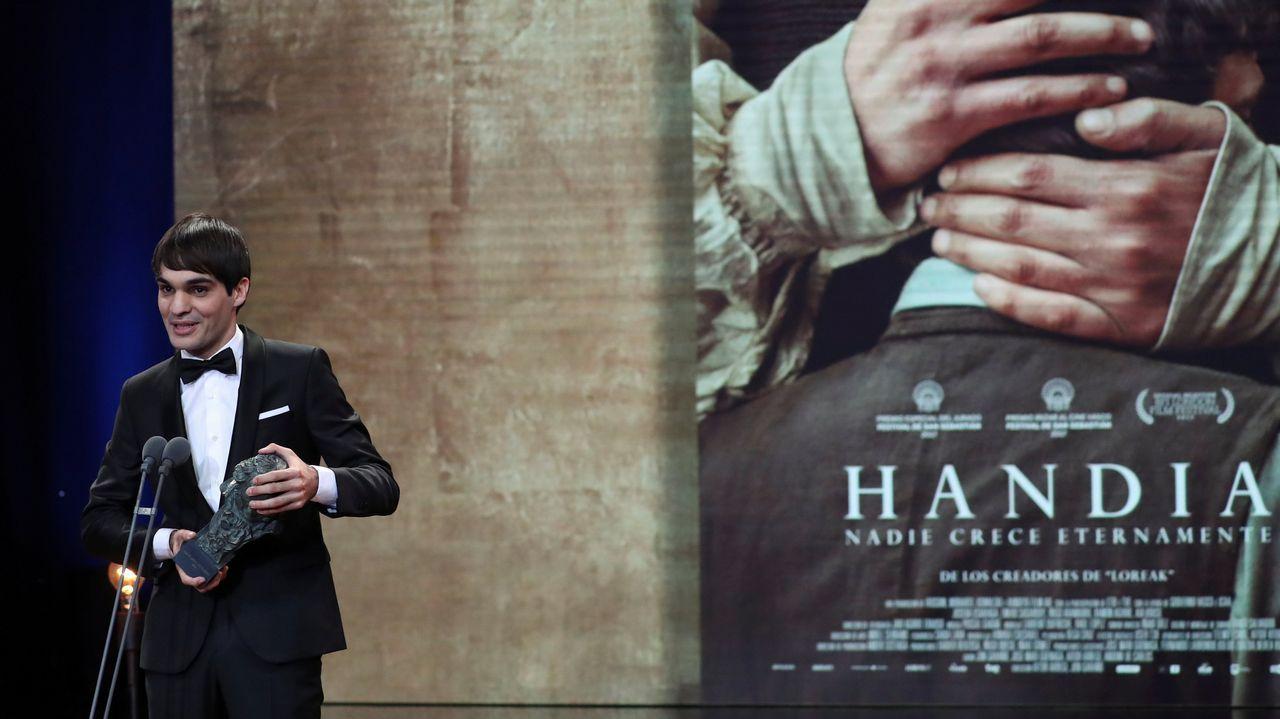 Eneko Sagarday sube a recoger su premio a Mejor Actor Revelación por «Handia»