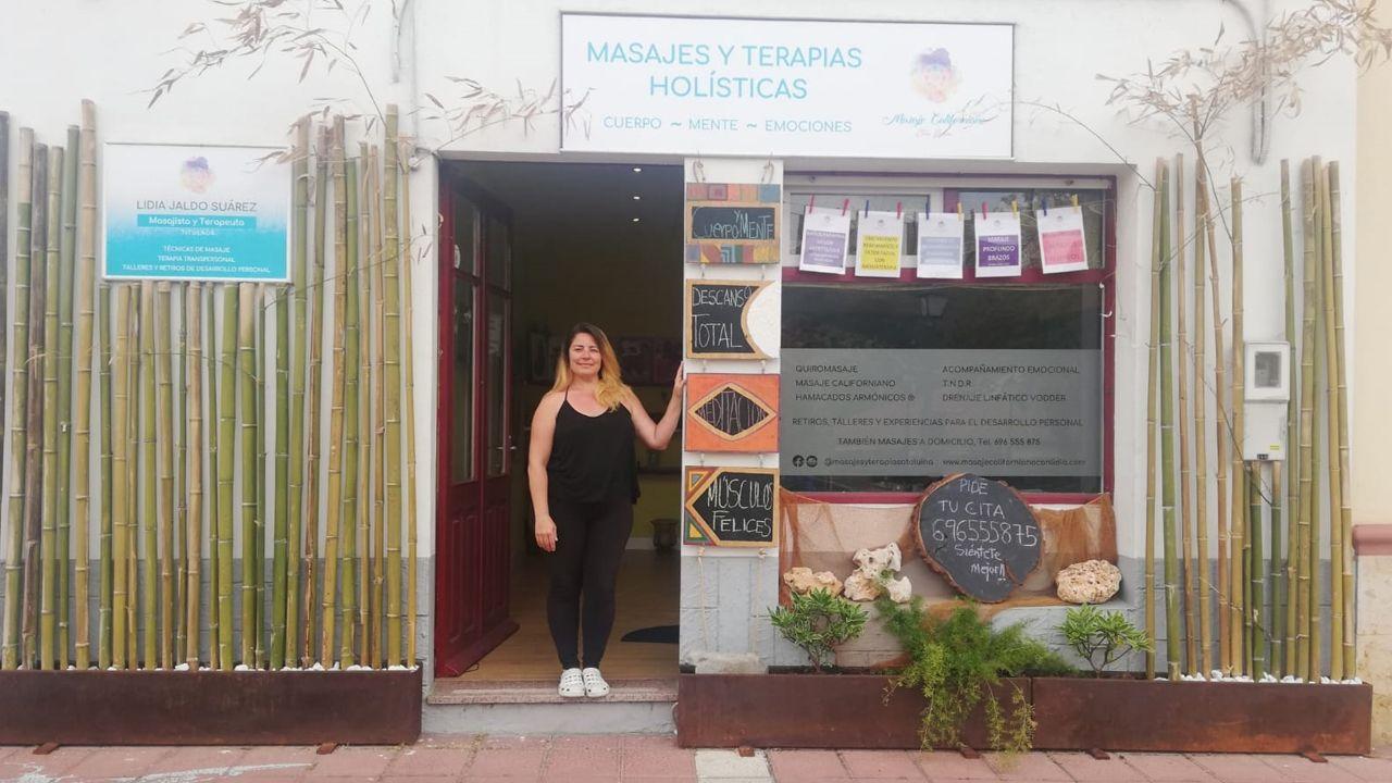 Lidia Jaldo posa en su local de masajes