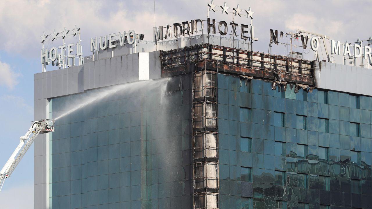 Una mujer muere en un incendio en una vivienda de Sigüeiro.Incendio en la fachada del Hotel Nuevo Madrid