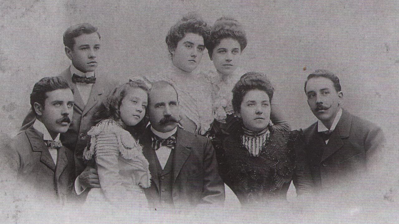 Foto de familia. De izquierda a derecha: Leandro, Luis, María Rosa, Marius padre, Montserrat, María, Montserrat madre y Pau