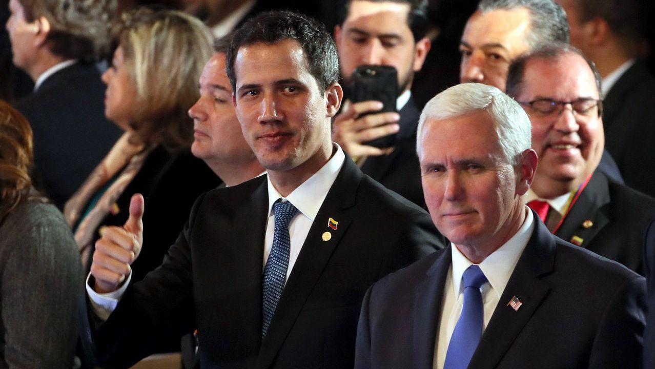El presidente interino Juan Guaidó, junto al vicepresidente de EE.UU., Mike Pence, durante la reunión de mandatarios en Bogotá