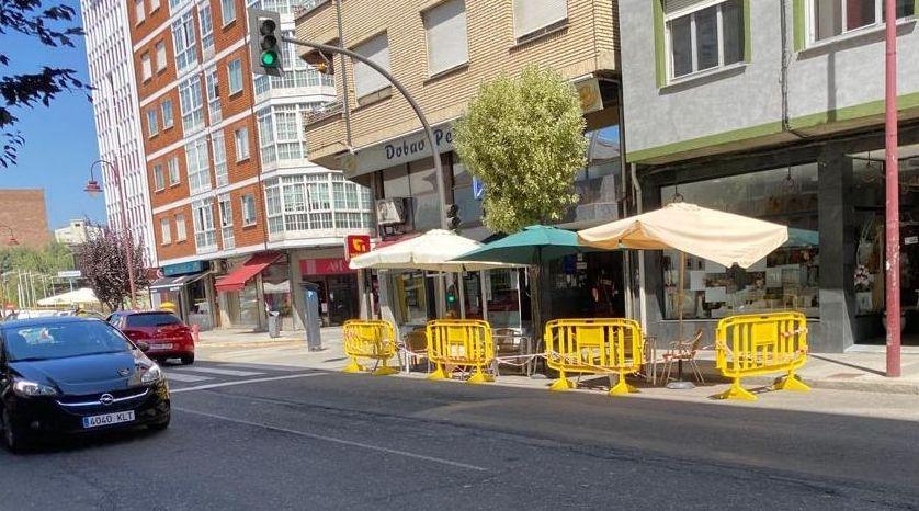 O Barco permite a los bares utilizar las plazas de aparcamiento para colocar terrazas