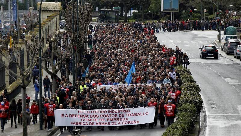 Protesta contra el cierre de la fábrica de armas.Rotonda del vial en la zona de Espasante