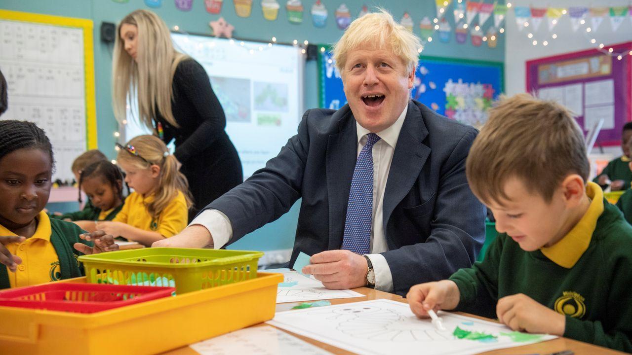 Boris Johnson visitó este viernes una escuela en Milton Keynes
