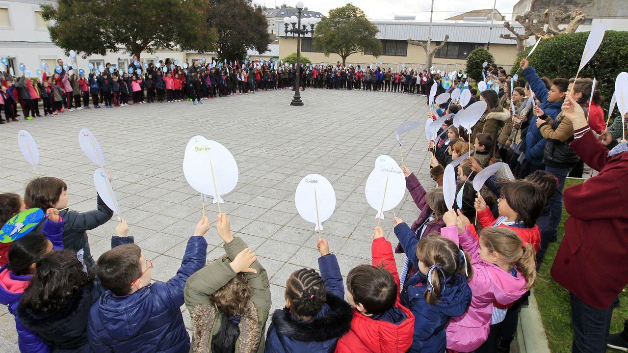 Foto de archivo de una de las celebraciones del colegio focense por el Día da Paz