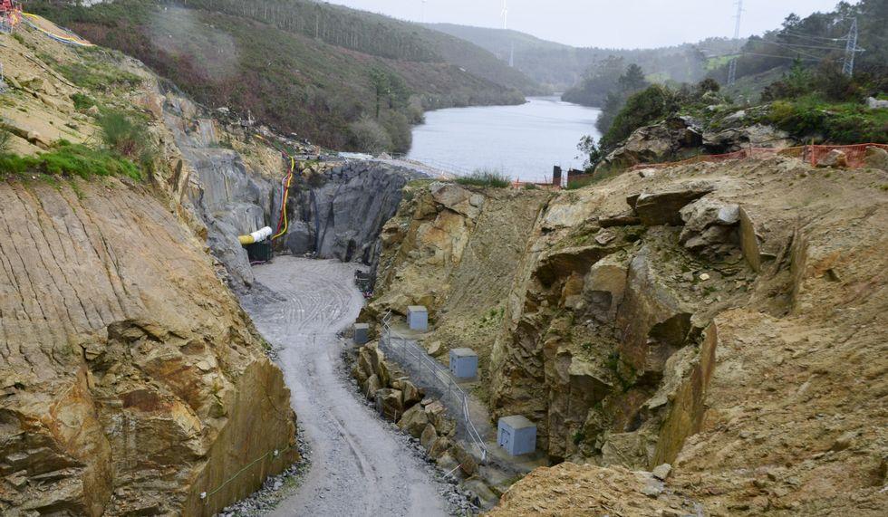 La lluvia hace de la Costa da Morte una enorme balsa.La obra de Castrelos II está también muy avanzada.