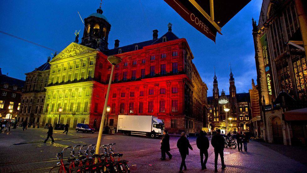 Amsterdam también teñida de los colores de la bandera belga.