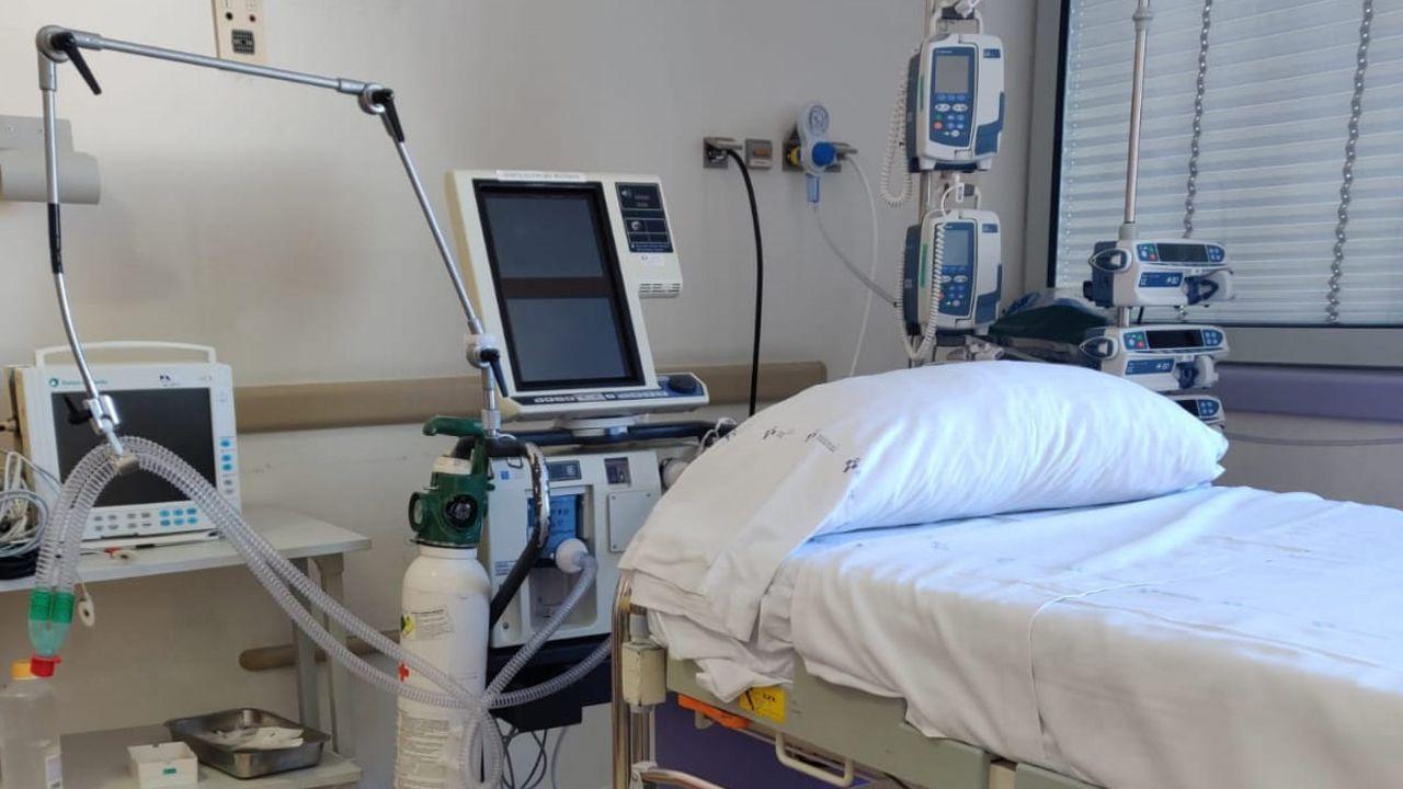 Cama de la UCI del hospital San Agustín, de Avilés