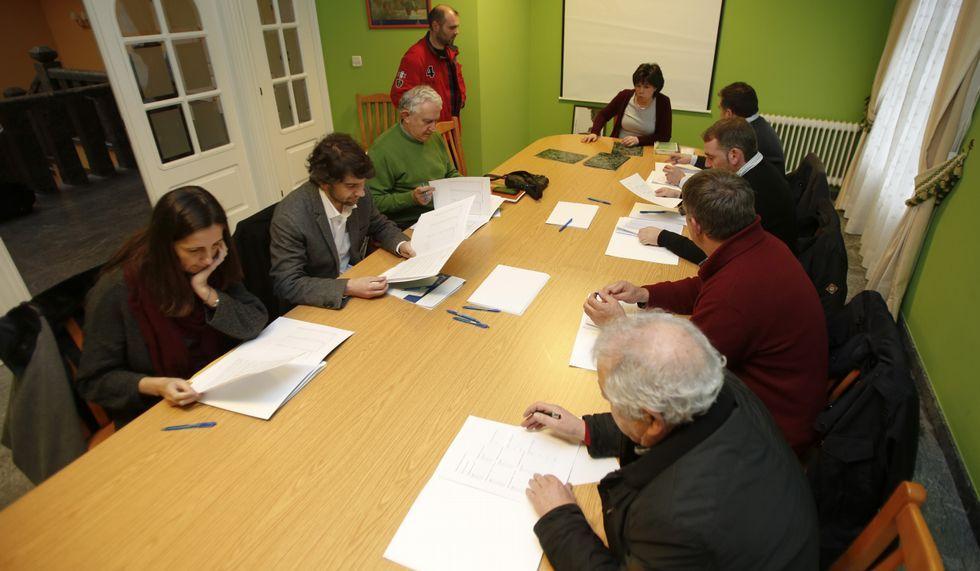 Reunión celebrada en Moeche por los problemas de movilidad.