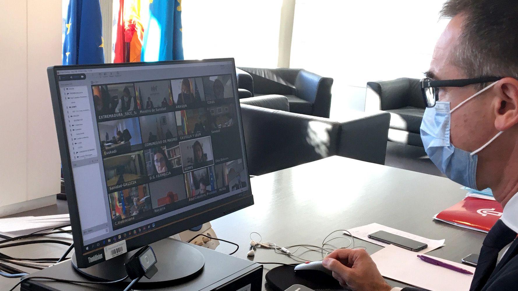 Pablo Fernández Muñiz, consejero de Salud del Principado, esta tarde durante la reunión telemática extraordinaria del pleno del Consejo Interterritorial del Sistema Nacional de Salud sobre la evolución de la pandemia del coronavirus.