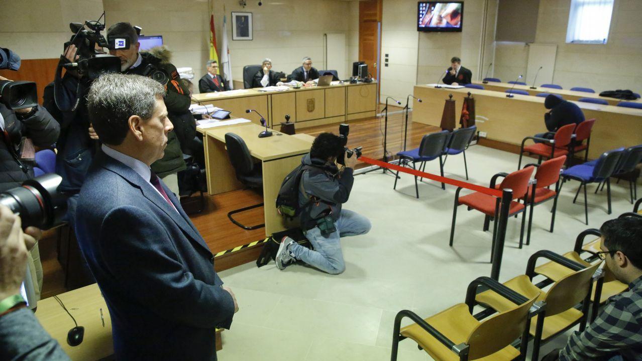 El bum del tráfico de heroína en Galicia ya dispara la demanda para desengancharse.El padre de Diana Quer mira fijamente al Chicle, que se oculta con la capucha de la sudadera, antes de la última sesión del juicio