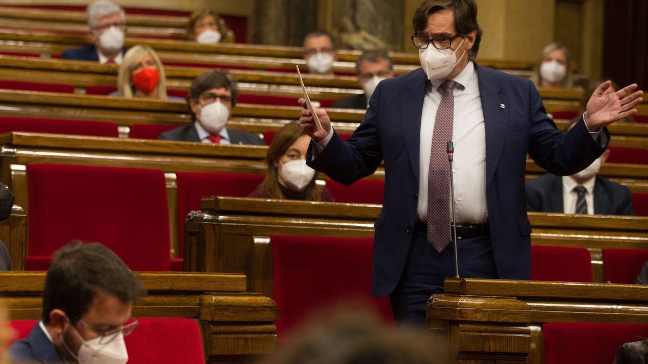 «¡La república no existe, idiota!».El líder del PSC, Salvador Illa, interpela a Pere Aragonès durante la sesión de control al Ejecutivo catalán en funciones