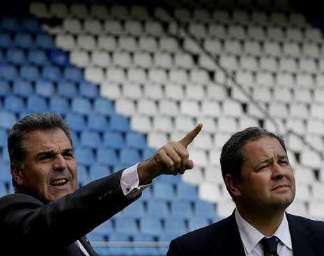 La fiesta del ascenso terminó en control de alcoholemia para Fernando Vázquez.Fernando Vidal, junto Tino Fernández, capitaneará el organigrama deportivo.