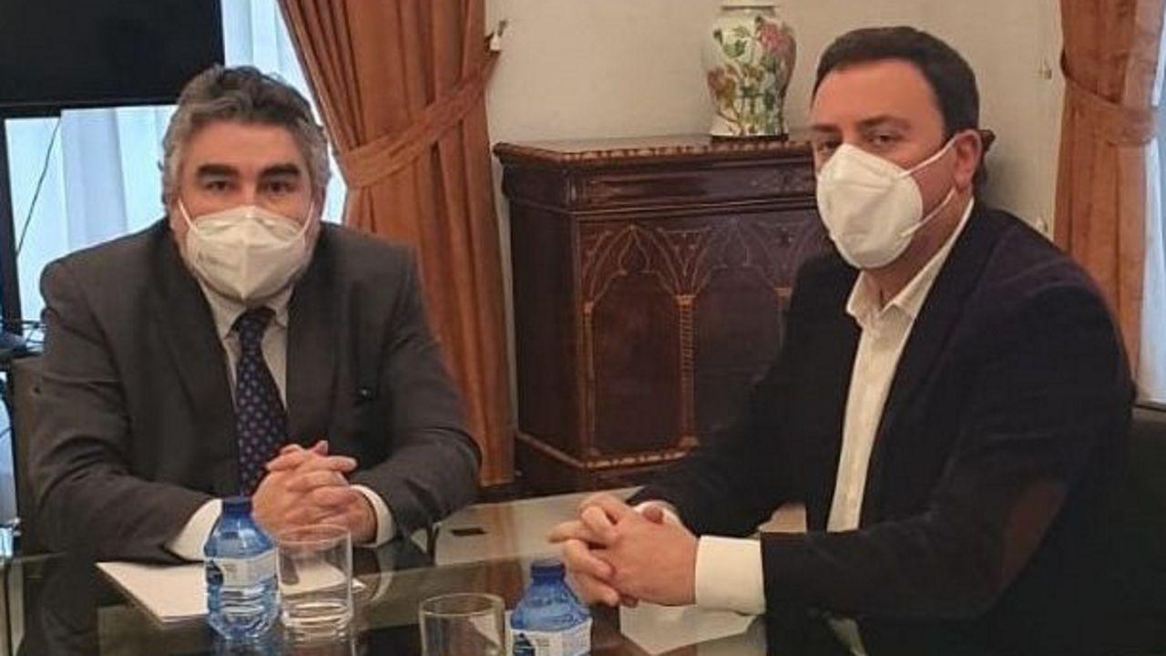 O ministro de Cultura (esquerda) e o presidente da Deputación abordaron a colaboración entre ambas entidades para colaborar no plan de dixitalización