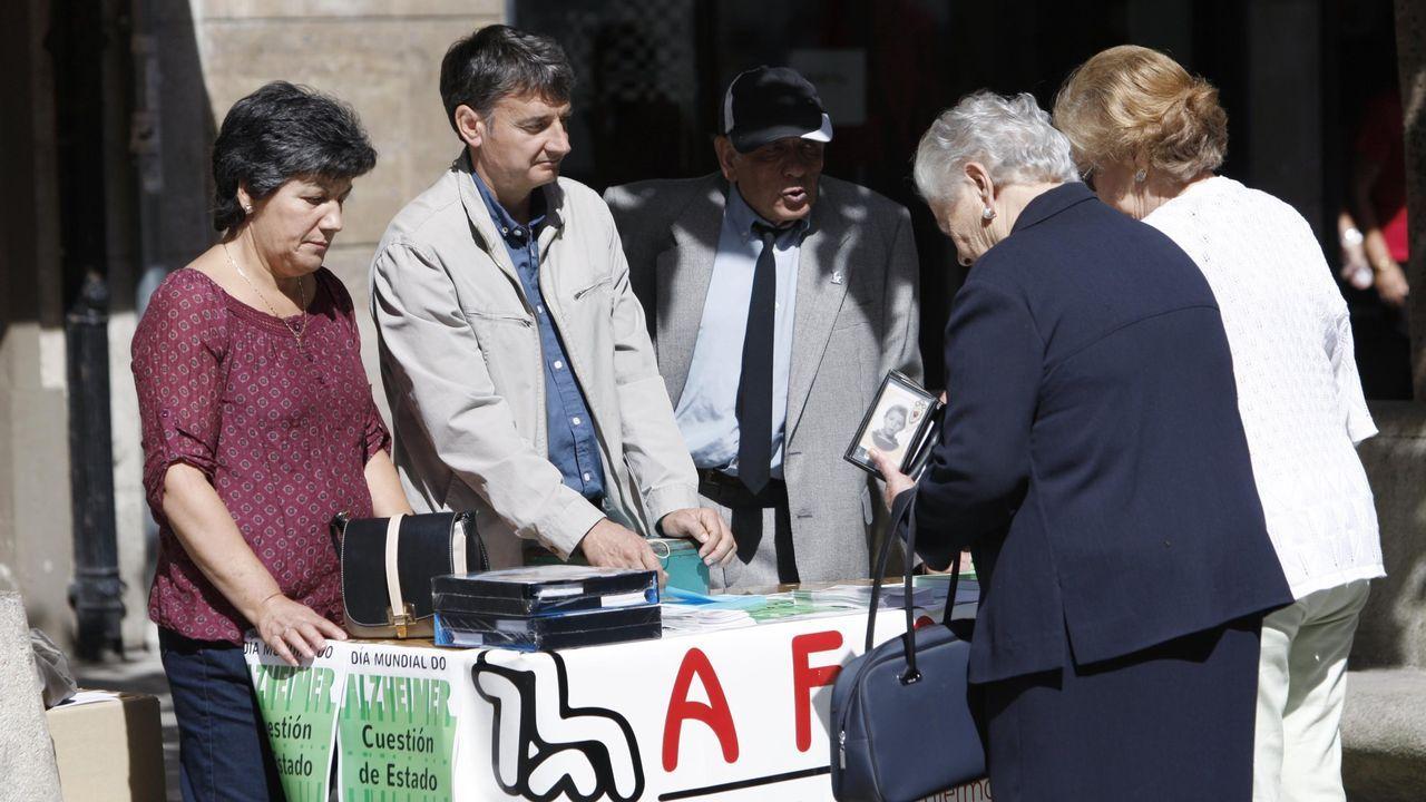 Las fotos de las principales protestas del 25-N en el sur de Lugo.Una mesa informativa de la asociación Afamon en una calle de Monforte, en una imagen de archivo