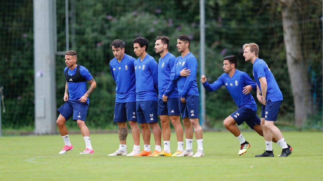 Gol Toche Real Oviedo Extremadura Carlos Tartiere.Aarón, Saúl, Steven, Lobato, Tejera, Javi Muñoz y Cortina