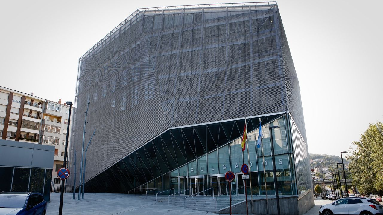 La reina Letizia, Pablo Iglesias y Feijoo acuden al Ágora para la entrega de los Premios Fundación Princesa de Girona.Las obras del polígono de Morás están paralizadas desde el 2012.