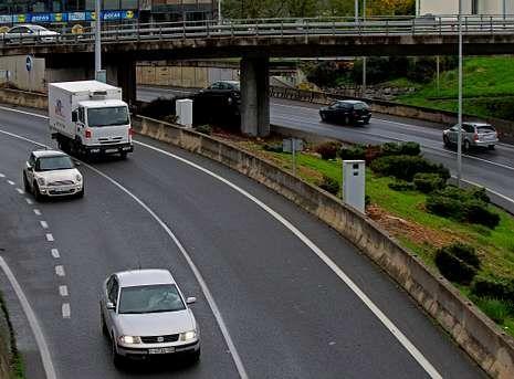 <span lang= es-es >A la espera de verificación oficial</span>. El radar instalado a la salida del puente de A Pasaxe, en un tramo limitado a 50, a la salida de A Coruña, empezará a funcionar en las próximas semanas.
