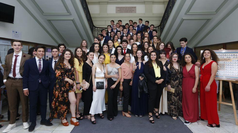 Alumnos del Valle Inclán celebran con sus mejores galas su graduación