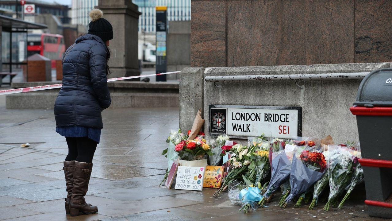 Johnson y Corbyn se han sumado al homenaje organizado este lunes, en el que el alcalde de Londres, Sadiq Khan, ha apelado a la unidad y a los valores para «derrotar el odio» terrorista