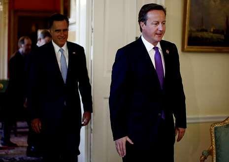 amymartin.Cameron precede a Romney dentro de Downing Street.