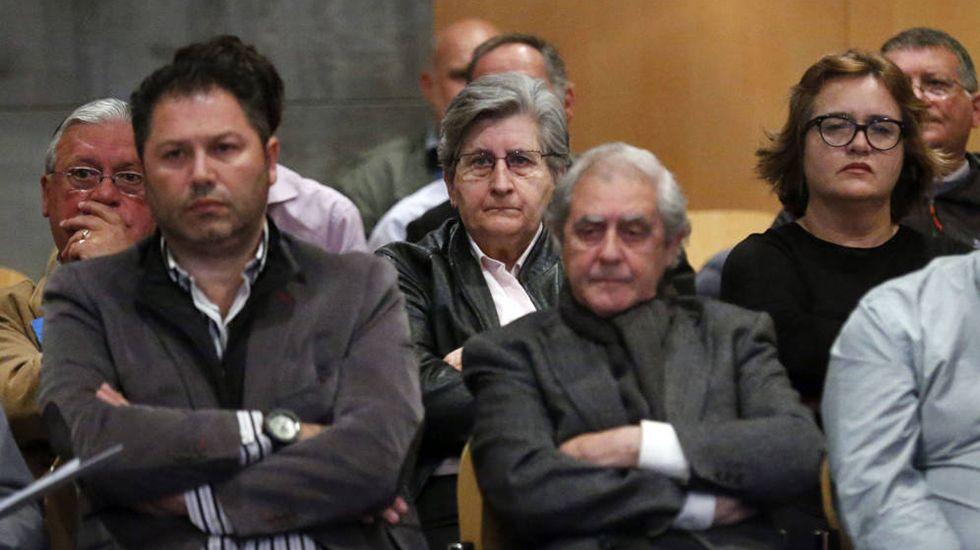 Un centenar de personas evita el desahucio de una mujer de 72 años en Gijón.Los principales involucrados del caso Marea, durante el juicio. En el centro, los dos altos cargos de la Consejería de Educación, María Jesús Otero y José Luis Iglesias Riopedre