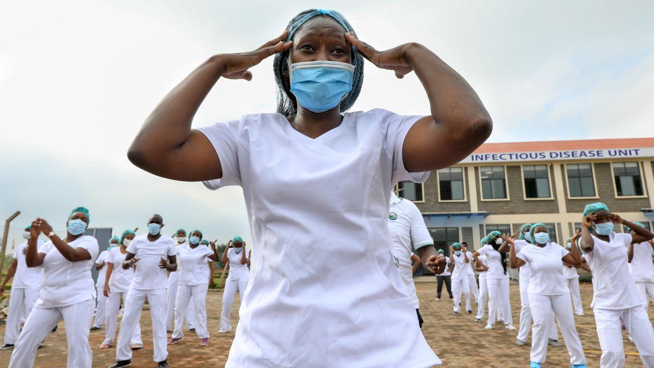 En un hospital de Nairobi las enfermeras finalizaron la semana de la enfermería con una actividad de zumba