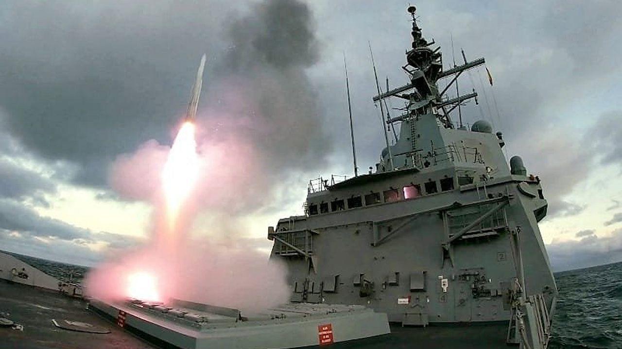 Lanzamiento de un misil balístico desde la Cristóbal Colón