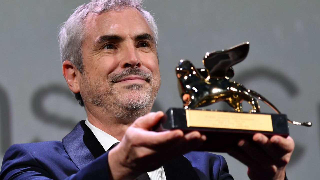 Alfonso Cuadrón, tras recibir el León de Oro por «Roma»