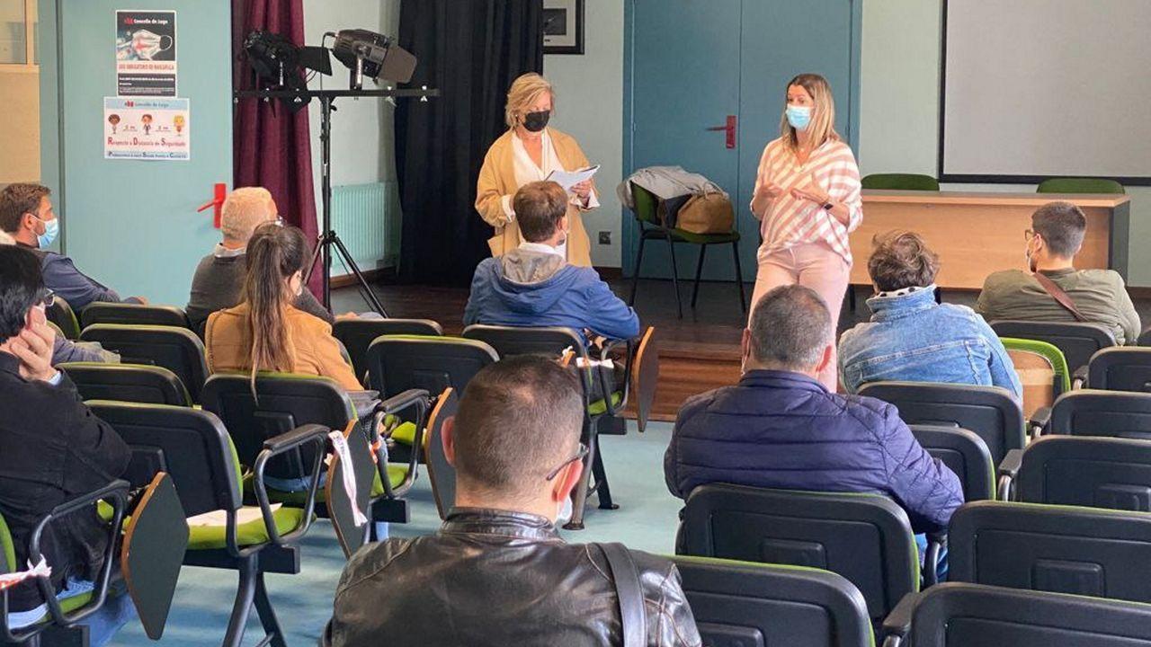 «Pegada Veciñal»da asociación de veciños de A Milagrosa.Reunión de Lara Méndez con los músicos de la Banda Municipal
