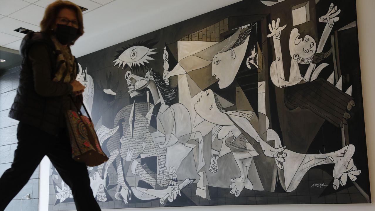 Réplica del Guernica de 5 metros de largo por 2,30 de ancho, «la segunda más grande de España por detrás del cuadro original», asegura el dueño del estudio, Raúl Rodríguez