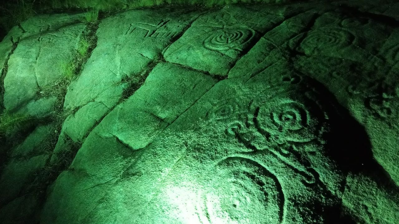 Los petroglifos más famosos de los alrededores de Pontevedra.Protesta de la ANPA de Campo Lameiro para pedir que no se supriman profesores en el colegio Pedro Antonio Cerviño