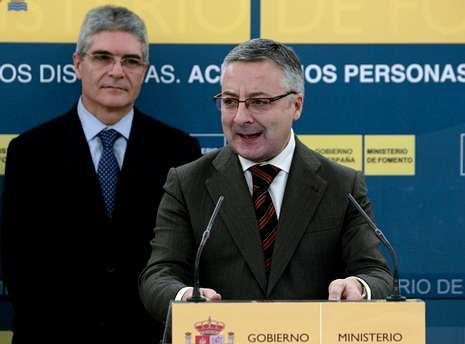 José Blanco en el Camino de Santiago.Jesús Vázquez, junto a Tania Llasera y los cuatro «coaches» de «La Voz».