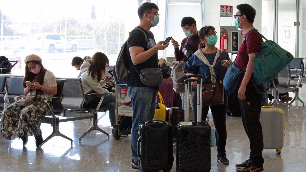 Ángel Fernández, ourensano, espera a su mujer y sus dos hijas tras el viaje de las tres a Italia.
