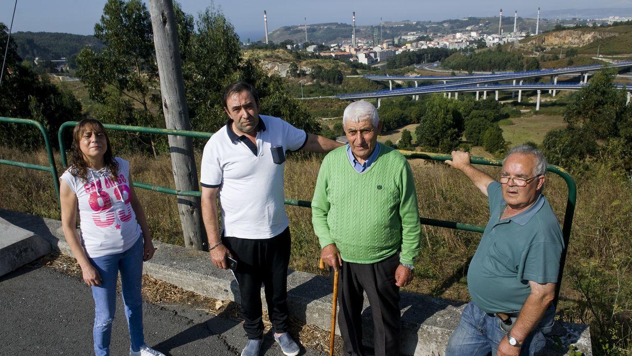 Cuatro jugadores del Dépor visitaron las instalaciones de Aspaber.Bomberos de Arteixo