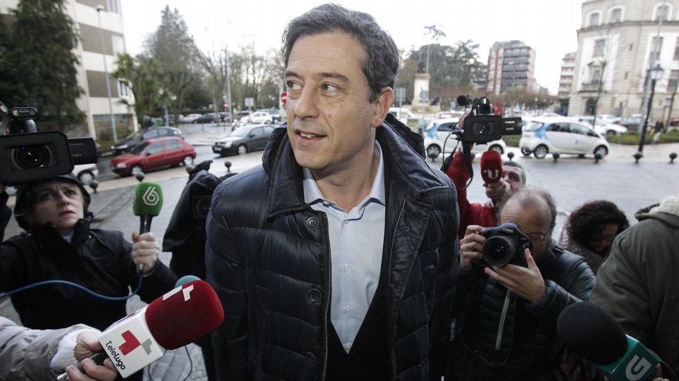 Besteiro se acoge a su derecho a no declarar.Los abogados Cándido Conde-Pumpido y Esperanza López Ferreiro, ayer en Lugo.