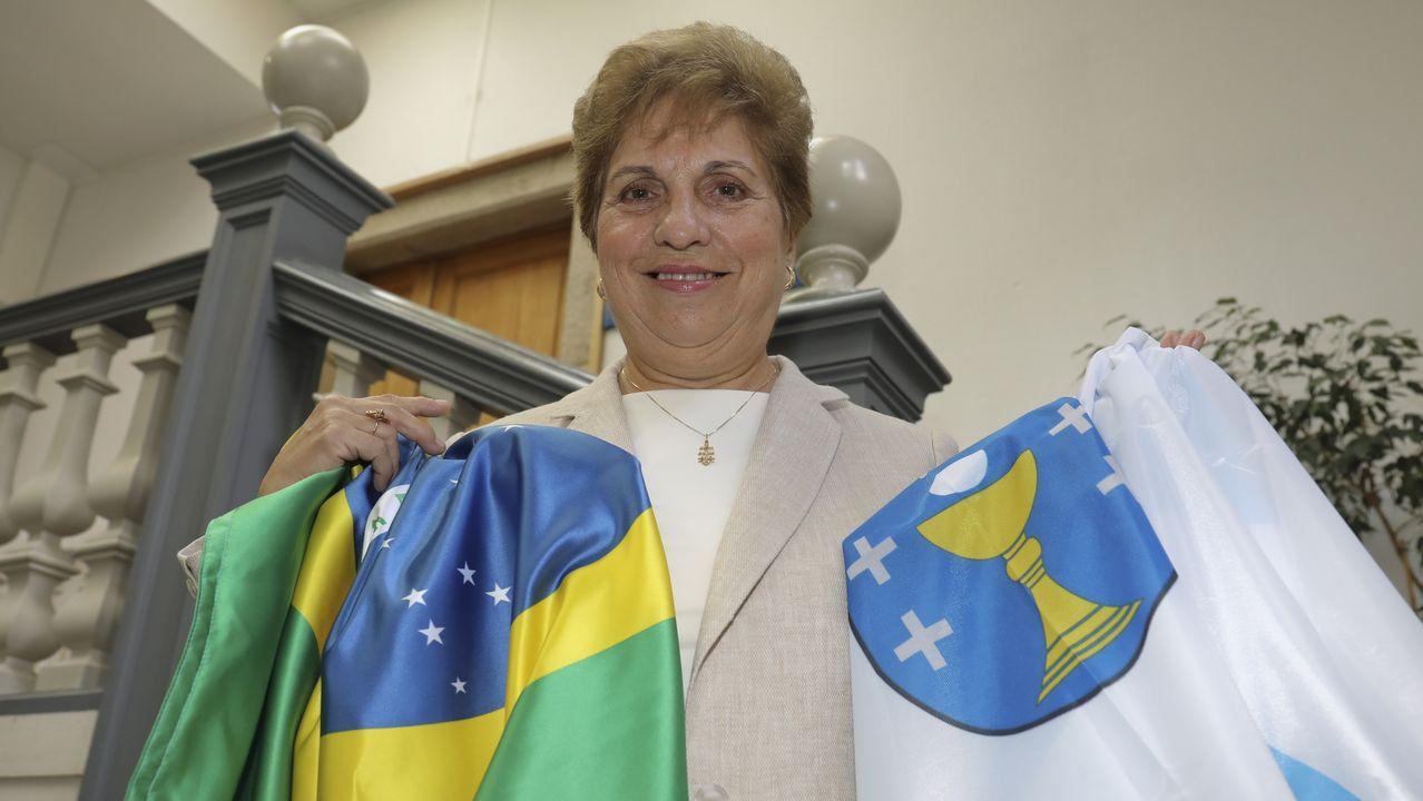Regina Jallas, a xalleira que devolve o sorriso aos emigrantes máis veteranos