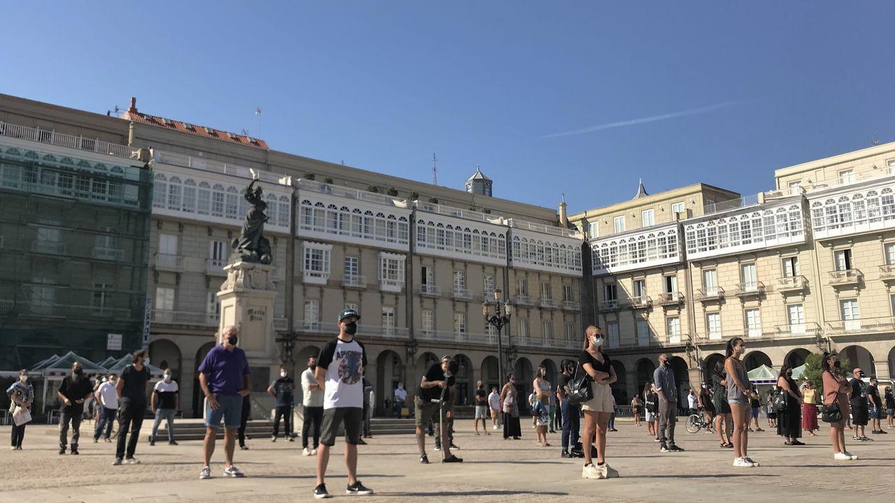 Justin Crowther, capitán delVelero Beautiful, habla sobre el ataque de una orca a su velero.Hosteleros de A Coruña se manifestaron en la plaza de María Pita