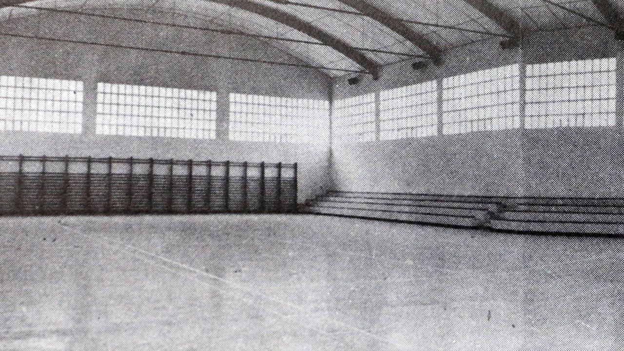 Interior del pabellón de la OJE en una imagen histórica