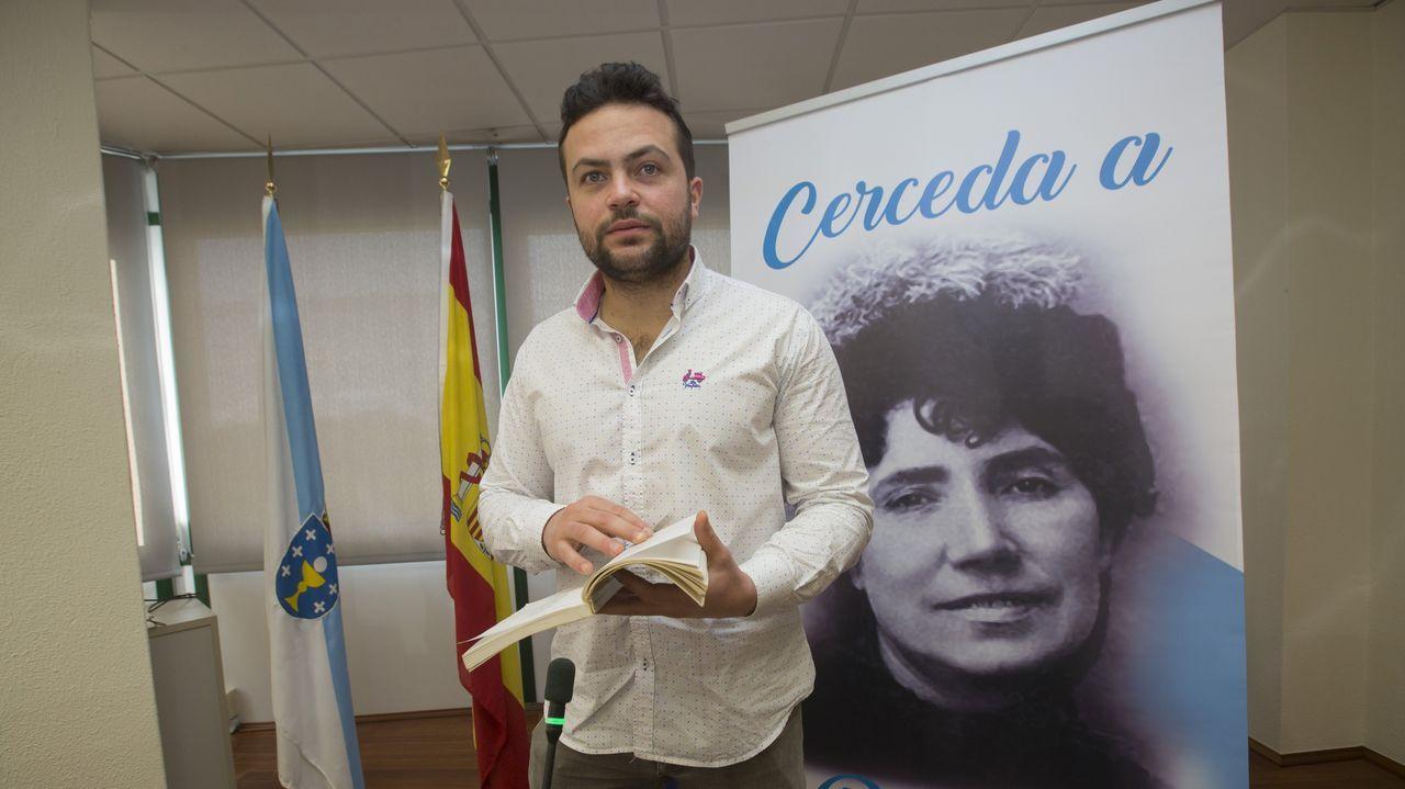 Francisco conde.Manuel Antelo, uno de los profesores citados ayer para vacunarse en el hospital Virxe da Xunqueira