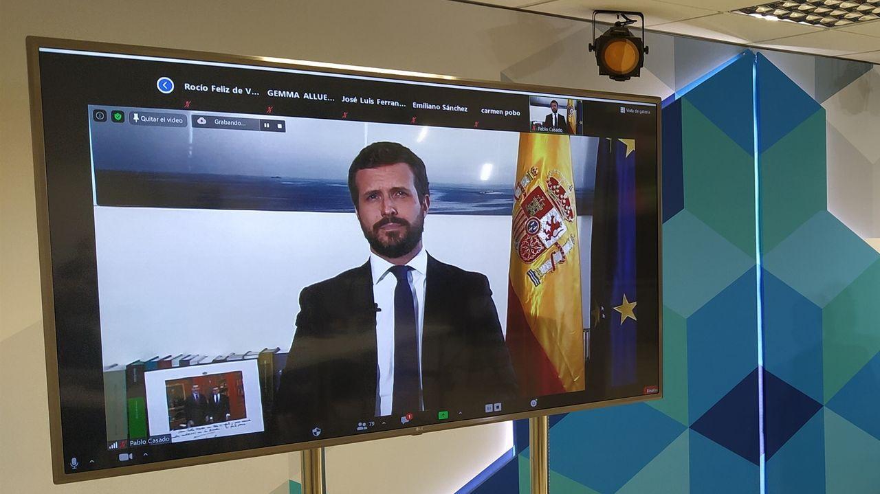 Casado exige la destitución de Garzón y llevará la reprobación de Iglesias al Congreso.Felipe VI saluda al vicepresidente segundo del Gobierno, Pablo Iglesias, el pasado julio
