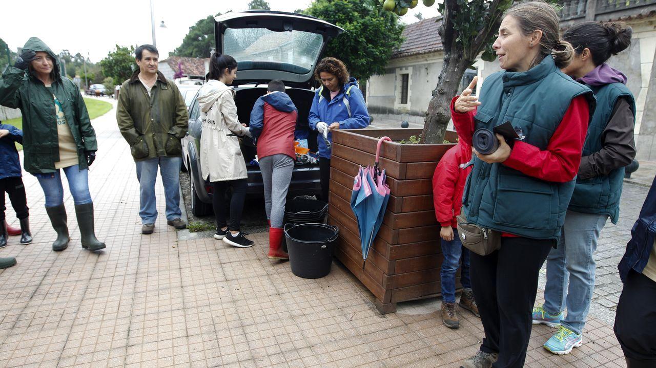 Las elecciones en Pontevedra en imágenes.Peregrinos madrileños del Camino de Invierno pasado por la parroquia de Líncora, en Chantada
