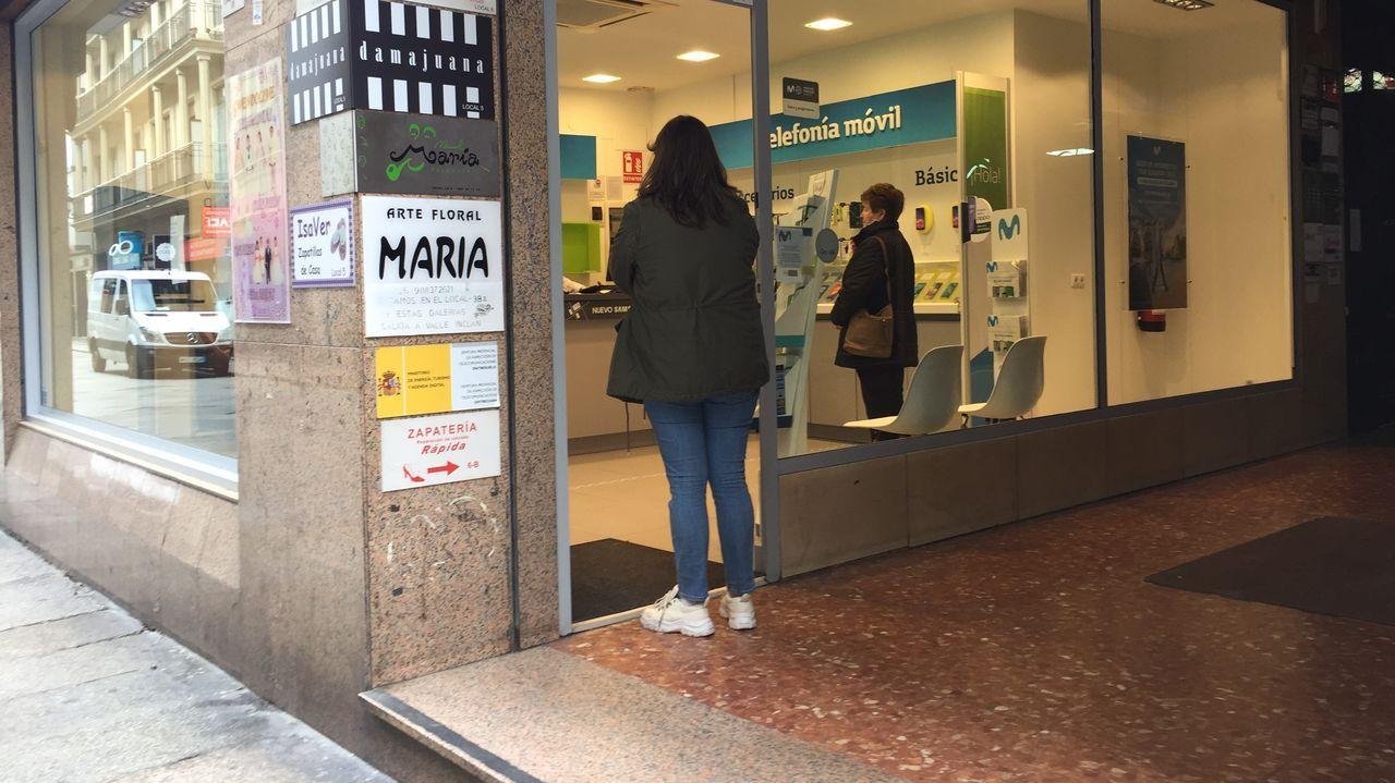 Tienda de telefonía móvil en la calle Santo Domingo de Ourense