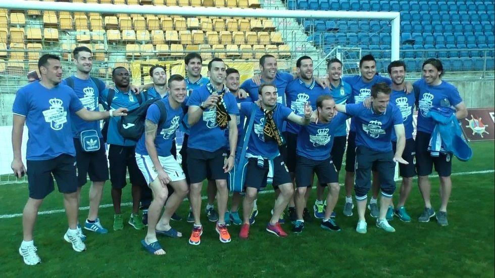 Tejera Real Oviedo Extremadura Carlos Tartiere.Jonathan Vila celeba un gol con Linares
