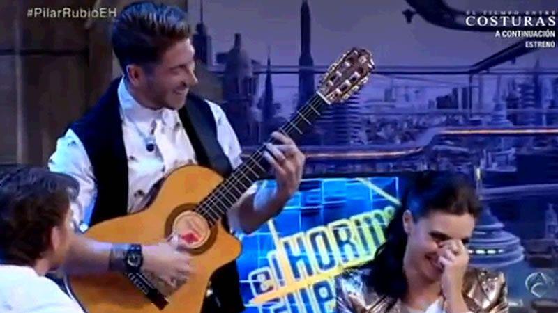 Sergio Ramos sorprende a Pilar Rubio.«¡Mira quién baila!» se estrenó en el 2005 en La 1 y, tras siete temporadas, pasó a Telecinco.