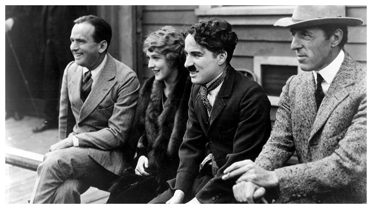 Un siglo de historia: de United Artists a Amazon. Douglas Fairbanks, Mary Pickford, Charlie Chaplin y D.?W. Griffith unieron sus fuerzas en 1919 para fundar United Artists (UA) y poder así controlar sus producciones para no depender de los intereses comerciales de los estudios. La MGM adquirió UA en los años 80 en un proceso muy complejo, con numerosos vaivenes. Ahora el magnate Jeff Bezos se ha hecho con la Metro