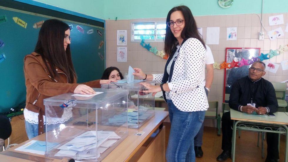 ELECCIONES 26M EN SANXENXO: VOTACIÓN DE LA CANDIDATA DEL BNG A LA ALCALDÍA, SANDRA FERNÁNDEZ AGRASO