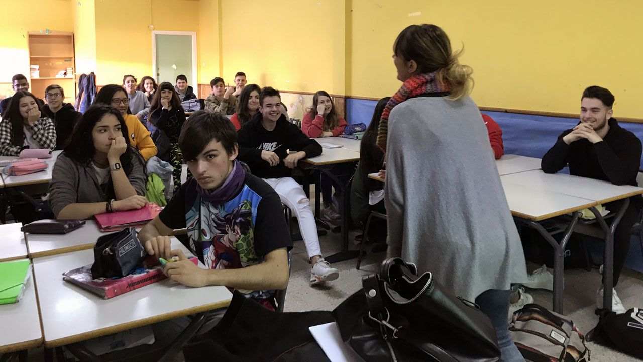 Un rap contra la violencia de género.Alumnos de la asignatura de Igualdad, de tercero de la ESO, en el Colegio San Miguel, de Gijón