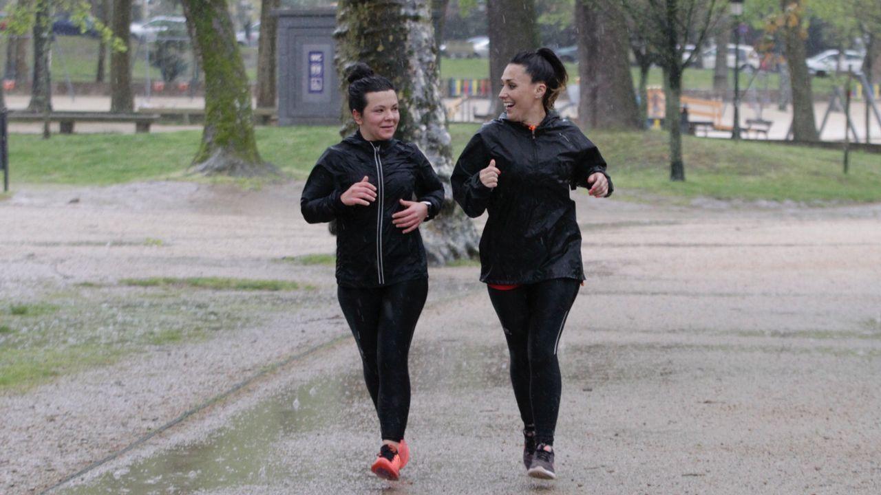 Los tres primeros clasificados en categoría masculina y femenina en la media maratón de Gijón